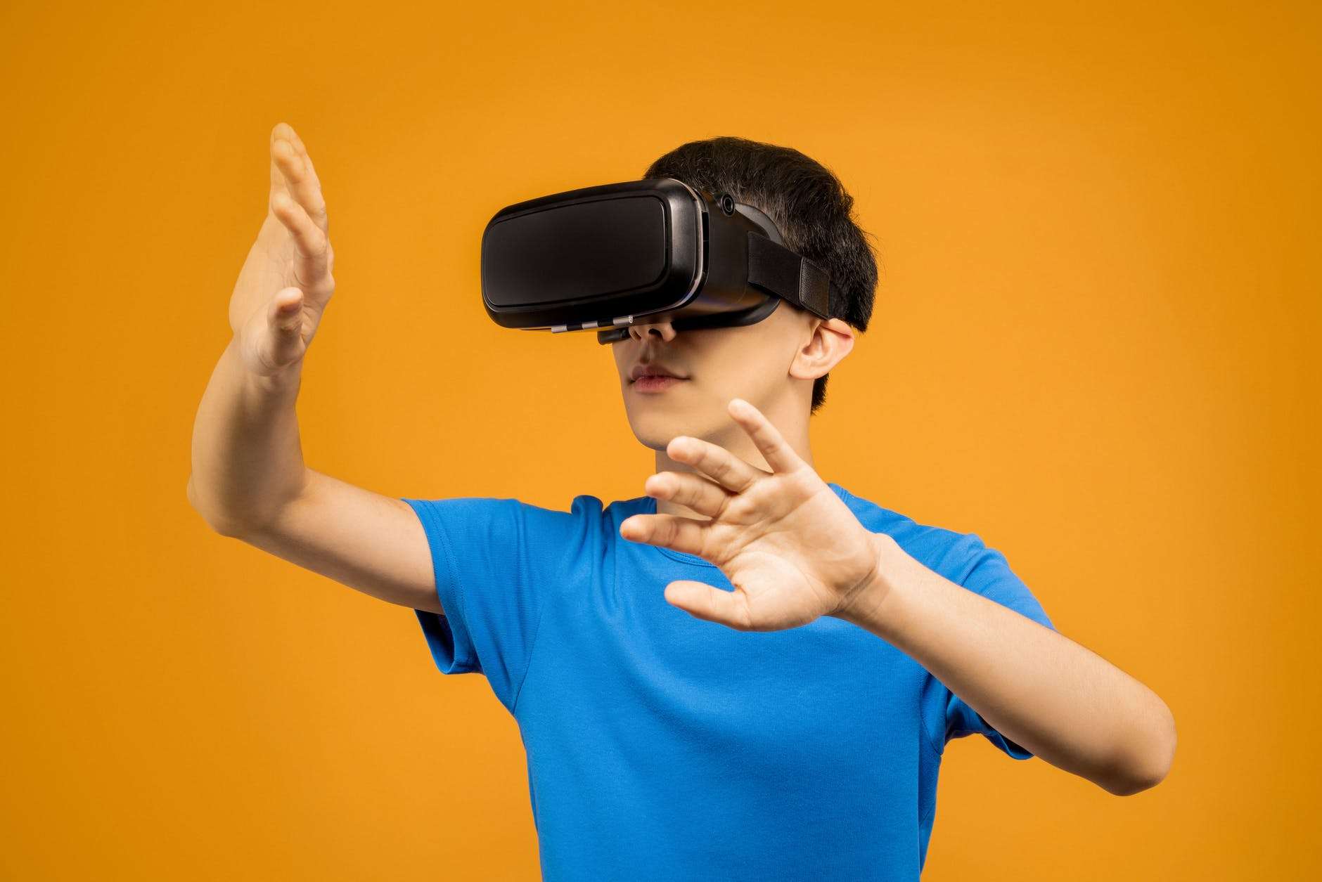 man in blue crew neck t shirt wearing black vr goggles